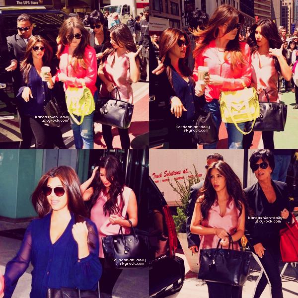 _ ► Candids 30.04.12   : Kim quitte l'hôtel Gansevoort à New-York.  Comment trouvez-vous sa tenue?    _
