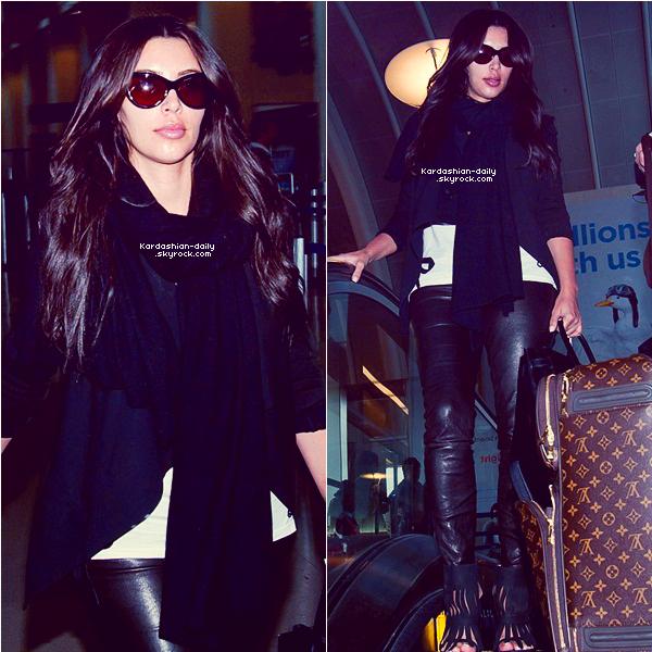 _ ►Candids 01.05.12 : Kim a été photographiée arrivant à l'aéroport LAX de L.A. Kim est désormais la personne la plus suivie sur instagram devant Justin Bieber. _