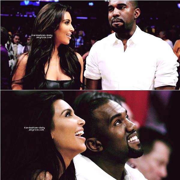_ ►Apparition 12.05.12 : Kim et Kanye West assistent à un match des Lakers à Los Angeles. Kimye à l'air de marcher! Kim n'a jamais semblé si heureuse et ça fait plaisir à voir. Qu'en pensez-vous? _