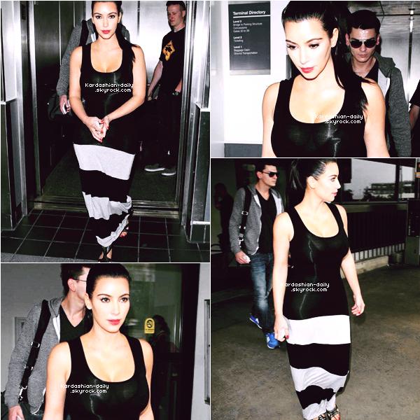 _ ► Candids 02.06.12   : Kim aperçue à l'aéroport LAX de Los Angeles.  Elle est de retour de Pennsylvania où elle s'est rendue pour l'émission QVC _