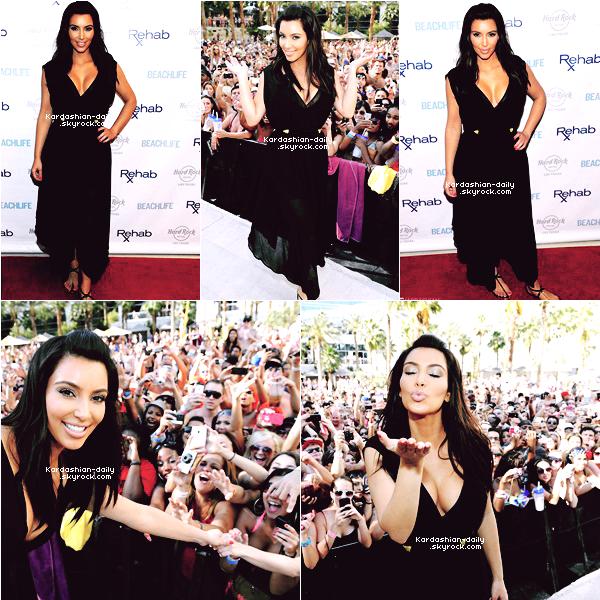 """_ ►Apparition 3.06.12 : Kim à la boutique """"Kardashian Khaos"""" à l'hotel Mirage à Las Vegas. La belle est repartie à Los Anges durant la soirée où elle a tourné un spot publicitaire.   _"""