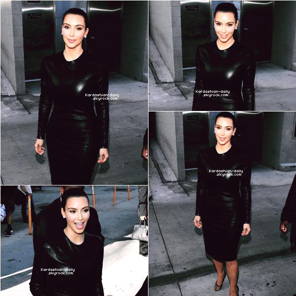 _ ►Candids 06.06.12 : Kim quittant le studio de Jimmy Kimmel à Hollywood. Khloé et Kourtney étaient aussi présentes. L'émission sera diffusée aujourd'hui aux USA. VIDEO.   _