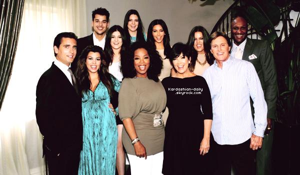 _ ►Candids 13.06.12 : Kim photographiée à Los Angeles  .  La belle se rendait de nouveau à un rendez-vous d'affaires. _