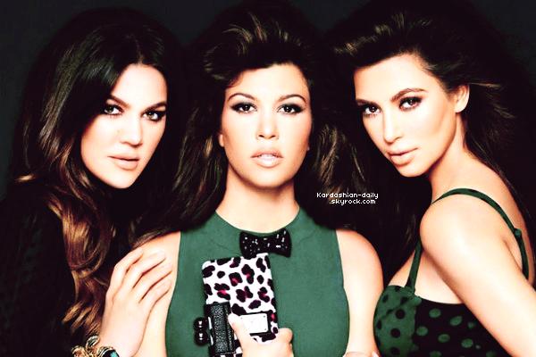 _ ►Shoot  : Découvrez une nouvelle photo promo pour la Kardashian Kollection by Sears . Cliquez ICI pour regarder l'épisode 4 de la saison 7 de l'Incroyable Famille Kardashian. _
