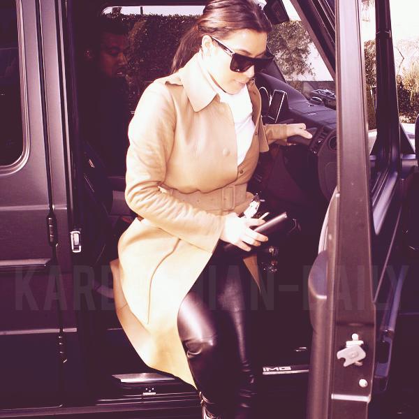 - ► 22.12.12 : KIMYE AUJOURD'HUI A BEVERLY HILLS. TOP/FLOP?   Kim est en couverture du magazine Tatler Russie, édition janvier 2013 (clique). Tu aimes?  -