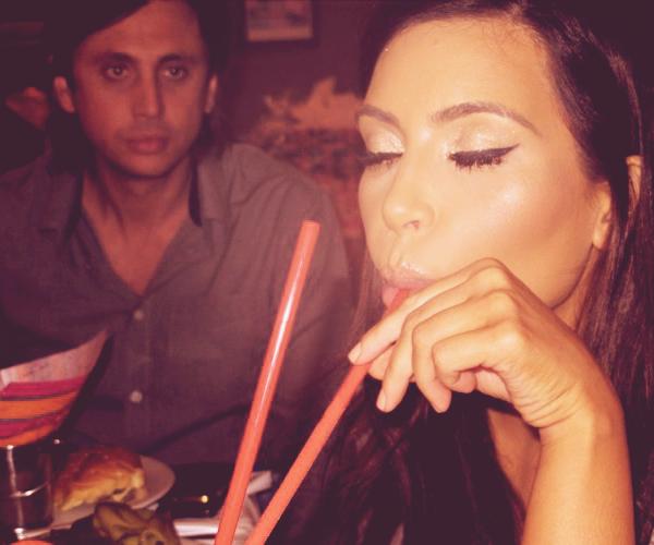 - ► NOUVELLES PHOTOS POSTEES PAR KIM SUR SON SITE OFFICIEL. Les photos ont été prises lors de la fête d'anniversaire de Mason, le fils de Kourtney Kardashian. -