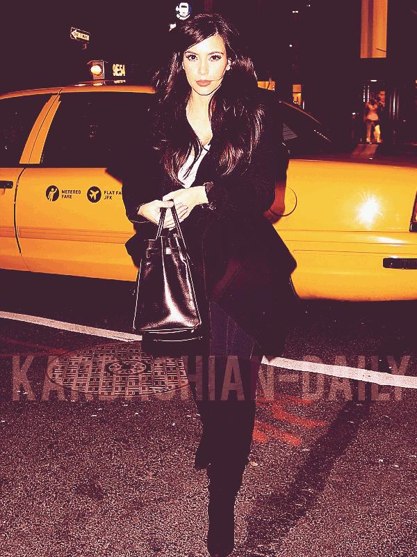 - ►15.01.13 : KIM PHOTOGRAPHIEE DANS LES RUES DE NEW-YORK HIER. Kim a posté une nouvelle photo via twitter lors de l'anniversaire de son amie Rachel Roy (voir). -