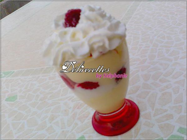 Coupes glacées aux fruits rouges