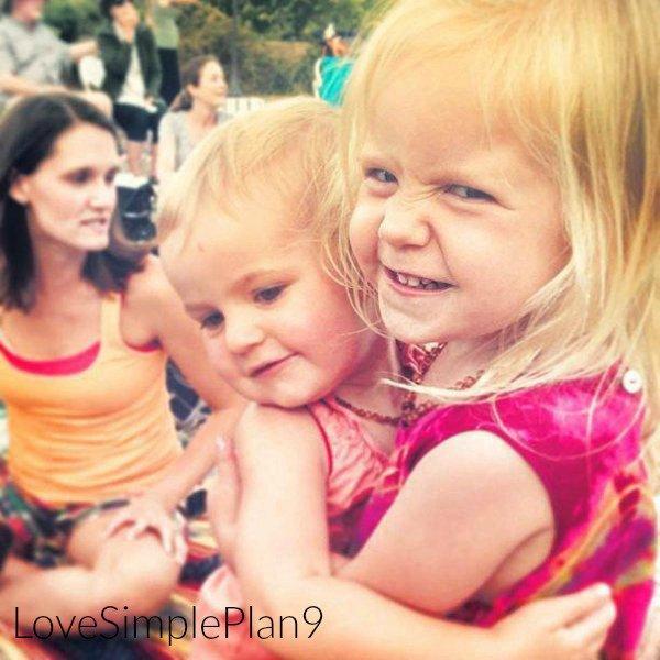 Pierre avec ses petites filles Lennon Rose et Soren  : )