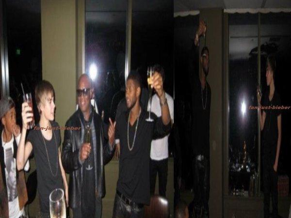 Justin est Usher une coupe de champagne à la main !