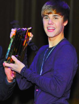 Justin gagne au NRJ Music Award !!