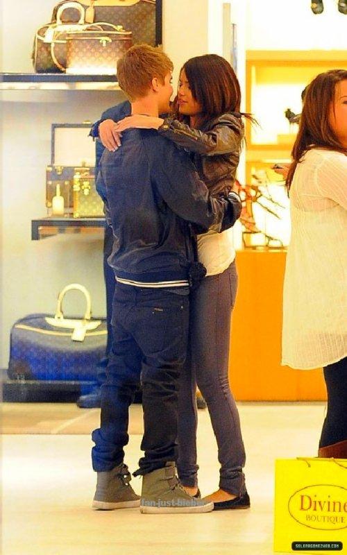 Justin fait du shooping avec Selena pour son anniversaire