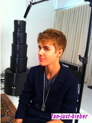 Justin c'est couper les cheveux ! :)
