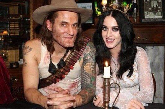 """Katy fête son anniversaire sur le thème """"Halloween"""""""