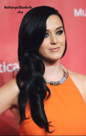 08/02 : Katy au gala MusicCares // + Info Grammy Awards 2013