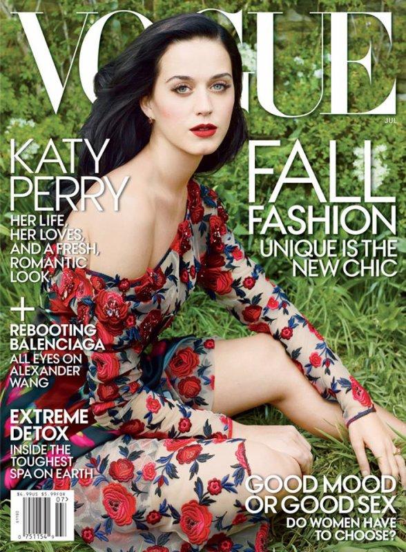 """09.06 : Katy et des amis quittant un concert de Björk à LA // 12.06 : Vidéo hilarante : """"Katy And The PopCats"""" // + Couverture du magasine Vogue avec Katy (Juillet 2013) + Vidéo Makeup de Vogue"""