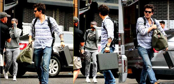 28.08 : Sortie du couple Kathon à NY // 27.08 : Katy quittant la radio Z100 FM // 25.08 : After Party VMA's // + Date d'écoute du prochain single //  Poster officiel de ROAR.