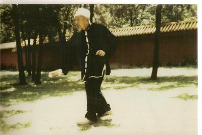 Marche du dragon en cercle par maître Lü Rui Fang(1908/1999).