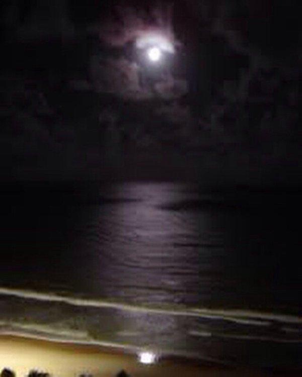 Lua cheia na praia de Boa Viagem.