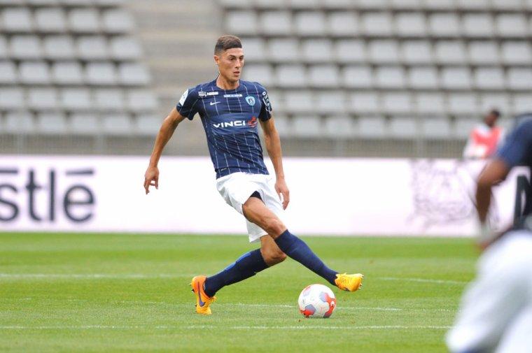 Maillot Domicile du Paris FC porté par Mehdi Jean Tahrat (2015-2016)