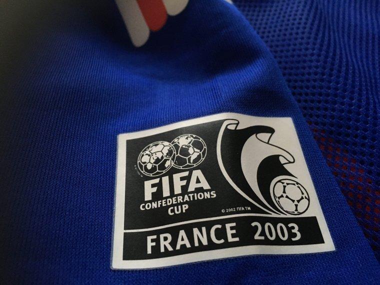 Maillot ayant appartenu à P. Mankowski (entraineur adjoint de l'équipe de France en 2003) porté en Coupe des Confédérations