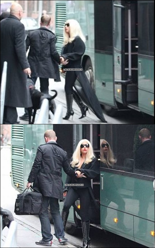 * Gaga a étais aperçu arrivant a son hôtel au Danemark     *