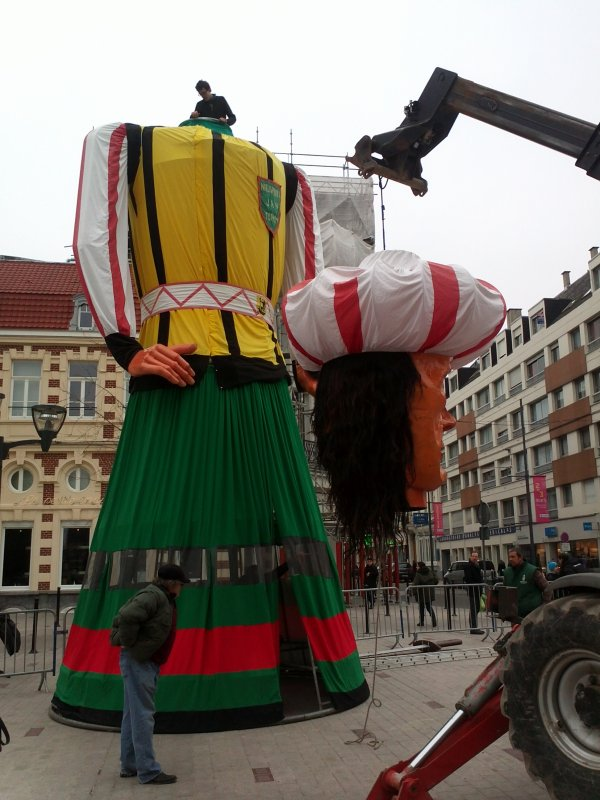 Weekend Géant 2013 ,montage du géant de 10 m 70  JAN TURPON
