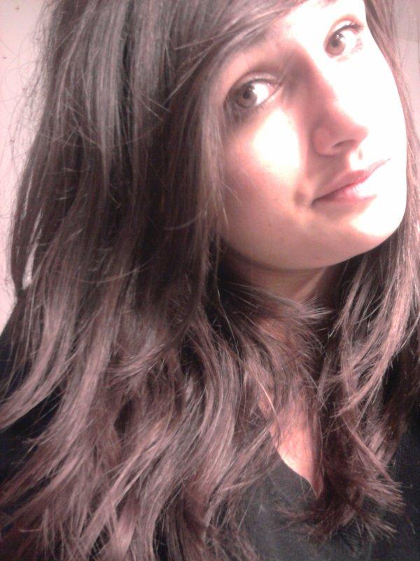 Tu ne sais pas que je t'aime , tu ne sens pas mon coeur battre, tout simplement parce que a t'es yeux je ne suis rien...