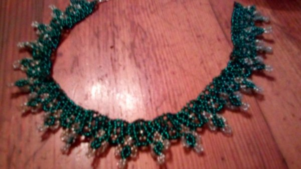 collier croix (vert)