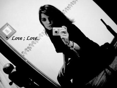 *                                                   Si je tenais tous l'amour dans ma main, alors je voudrai tenir la tienne ♡!