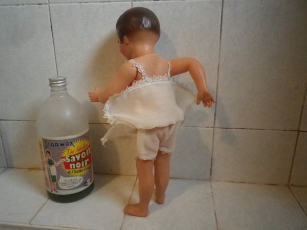 Toilette de dessus et de dessous pour Yvonne-Colette