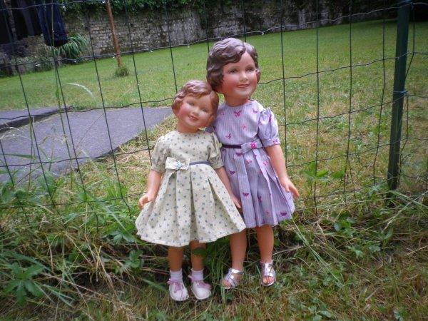Robes plissées pour Francine et Marie-France