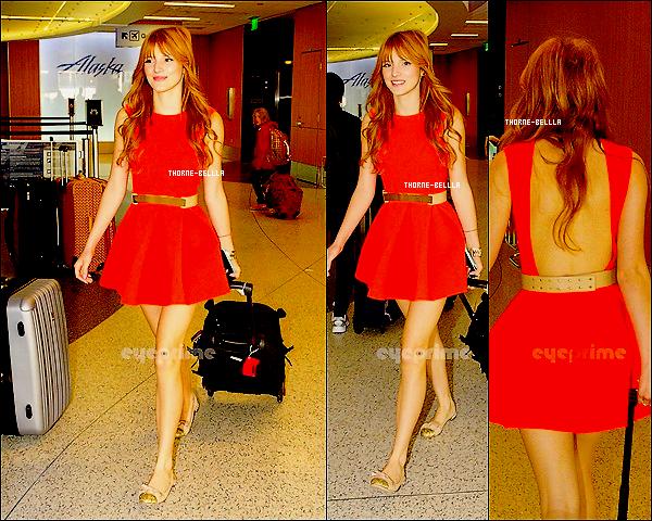23/11/12: Bella a était appérçue a L'aéroport de LA Lax pour prendre l'avion .Magnifique je dois dire Top/Flop?