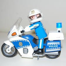 Le policier Playmobil