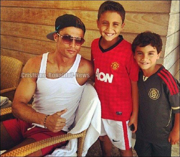 Cristiano Ronaldo & des fans [Miami/Etats-Unis, 14/06/13]