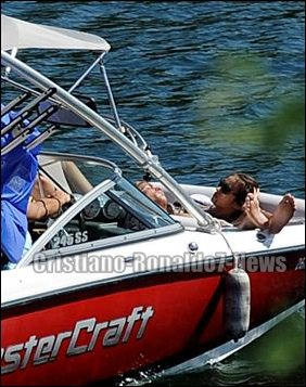 Cristiano Ronaldo - Irina Shayk & sa famille à Gerês [Portugal, 21/06/13]