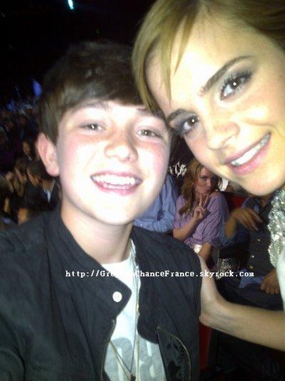 . 12.07.2011 . Voici 2 photos de Greyson en présence de Selena Gomez & Emma Watson ! . .