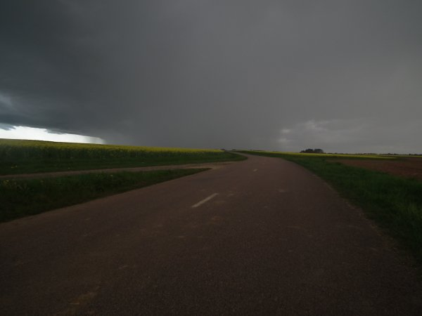 sous un ciel orageux