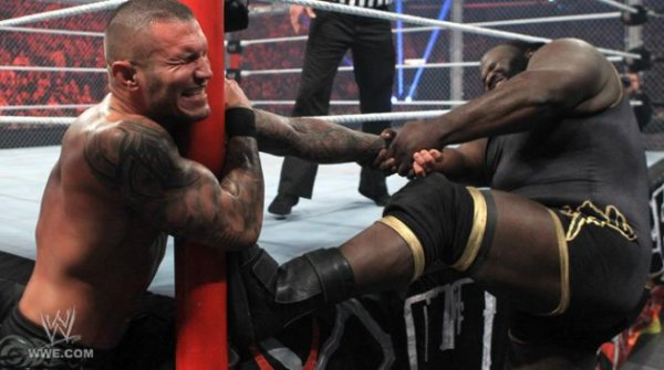 Randy Orton VS Mark Henry ( Hell in a Cell 2011 )