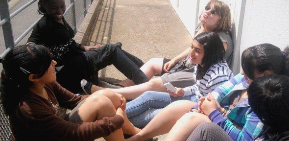-Elles sont mes sourirs, mon bonheur, mes rires, elles sont mes souvenirs ... Bien plus que de simples amies-