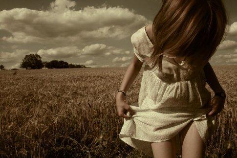 « J'ai appris que les adieux feront toujours mal. Que les photos ne remplaceront jamais le plaisir qu'on éprouvait le moment où elles ont été prises. Que les souvenirs bons ou mauvais feront toujours pleurer & que les moments ne serons jamais aussi forts que les sentiments que l'on éprouve. »