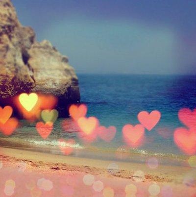 Si tu aimes deux personnes en même temps, choisis la deuxième. Car si tu aimais vraiment la première, tu n'aurais pas aimé la deuxième.