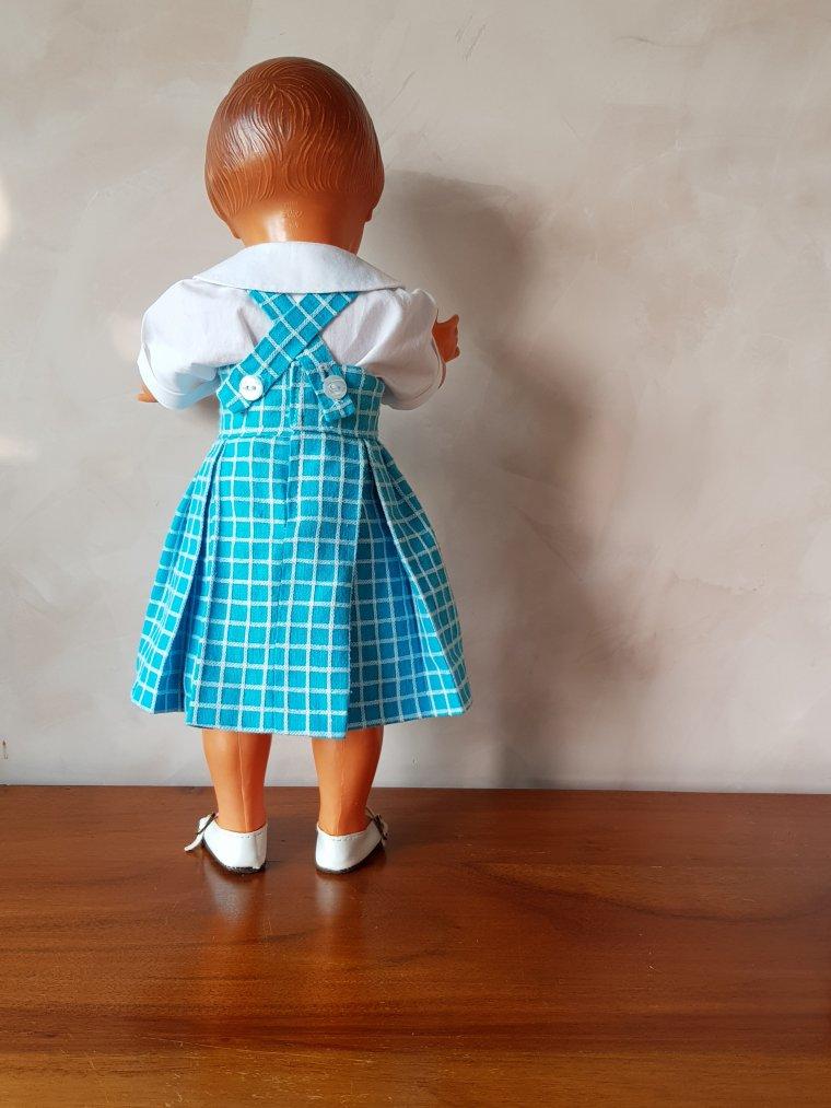 Françoise avec sa nouvelle jupe