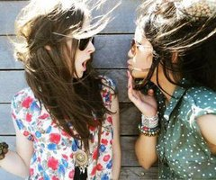 Un ami c'est celui qui vous laisse l'entière liberté d'être vous-même.