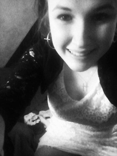 """"""" Au delà de toutes ces apparences, au delà des rires que l'on dépense, on fait semblant de rire pour cacher nos souffrances.. ♥  """""""