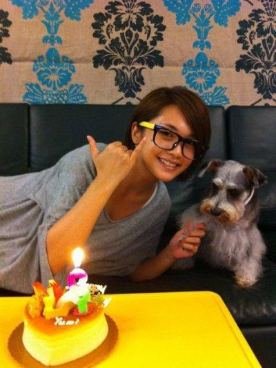 le 5 mai c'est l'anniversaire de yumi la chienne a rainie yang