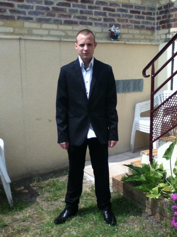 moi habillé en costard  :)   :)