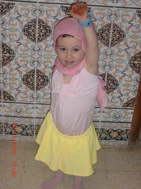 Mon tit cousin avec une tenue d'une nana<3