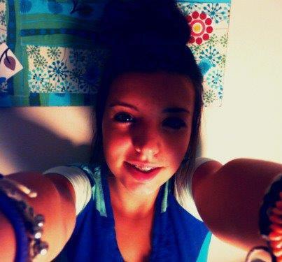 *je ne suis pas la plus belle mais je pense que je dois etre accepter insii!! :)