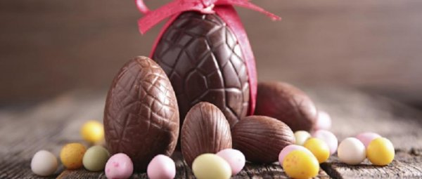 Je vous dis à bientôt car je passe les fêtes de Pâques en famille.